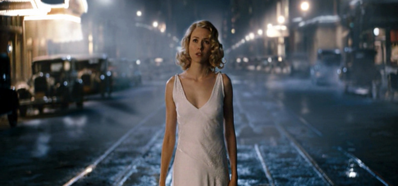 King-Kong_Naomi-Watts_white-dress_street-mid.bmp